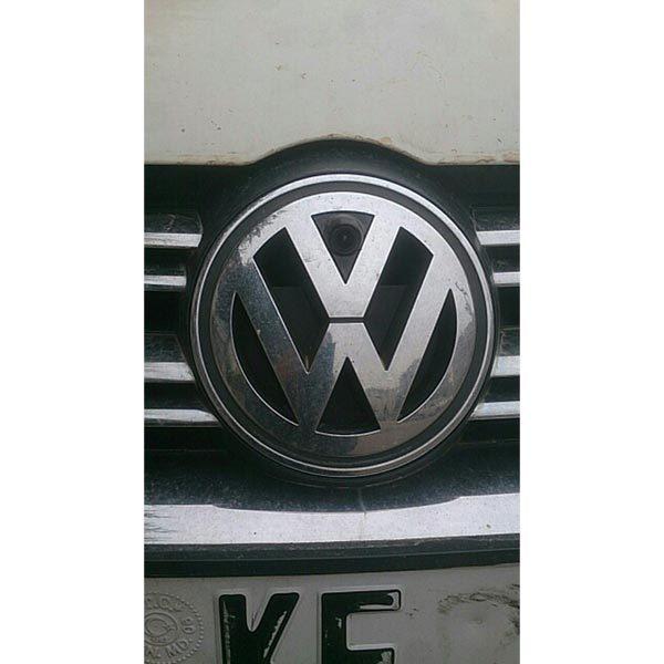 Front View emblem Camera customer installation for VW Golf Bora Jetta Touareg Passat Lavida Polo Tiguan & oembackupcam.com